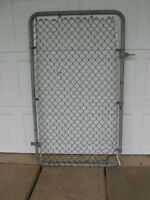HEAVY CHAIN-LINK GATE