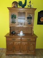 buffet en bois et meuble de coin en bois