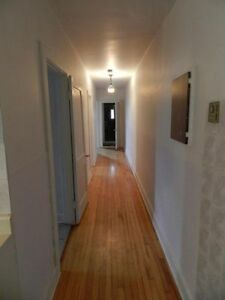 700 sq ft big 3 1/2 in lachine available july apt 93