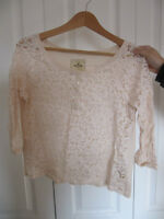 Cute Hollister lace top, size M, only worn once, fts size S to M