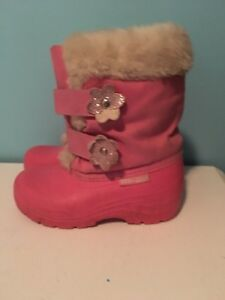 Girl's snow boots size 11. AVAILABLE