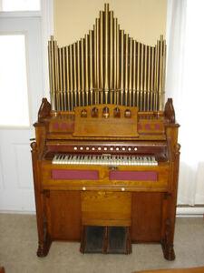 Harmoniums et piano mécanique à vendre