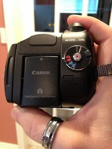 Camcorder- Canon/Vixia HG20 (Mint Condition) - GREAT DEAL!!