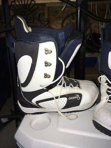 Division 23 Snowboard Boots Peterborough Peterborough Area image 2