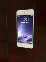 Apple iPod touch 5th Generation Blue 32 GB (latest model)
