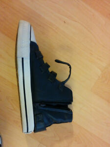 Apple Bottom Sneakers Size 7 Kitchener / Waterloo Kitchener Area image 3