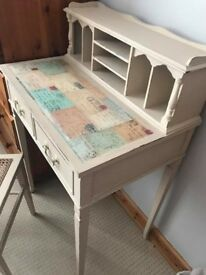 Dainty Desk & Chair