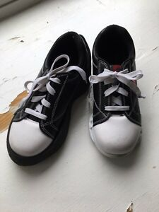 Youth curling shoes - size 3