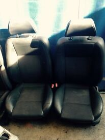 Ford mondeo St half leather and cloth seats (2005 plate)