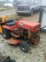 VINTAGE MASSEY FERGUSON RIDING MOWER