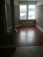 Available Now ~ 1bd apartment great downtown location