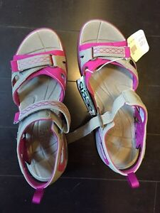 Ladies size 9 Merrell sandals - new with tags /box
