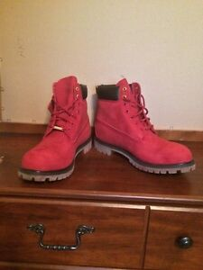 BRAND NEW RED SUEDE LIMITED TIMBERLANDS W/ Gold