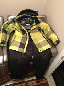 Manteau et pantalon d'hiver pour jeune ado