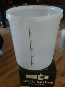 New Primary Fermenter - 32 lt. with Lid - Opaque Cambridge Kitchener Area image 1