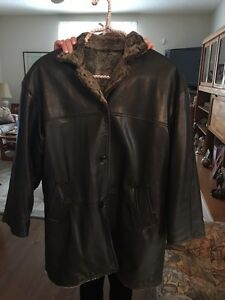 DANIER WOMENS LEATHER REVERSIBLE  COAT Kitchener / Waterloo Kitchener Area image 1
