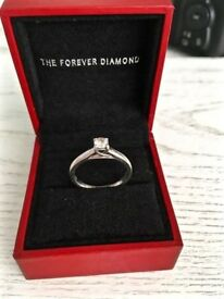 LOVELY H SAMUEL 9CT WHITE GOLD .25CT DIAMOND ENGAGEMENT RING COMPLETE WITH DIAMOND CERTIFICATE