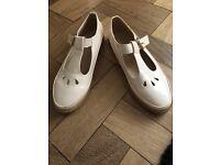 Beige flat shoes size 5
