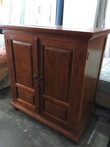 OLD STYLE WOODEN TV UNIT at BARGAIN PRICE Joondalup Joondalup Area Preview