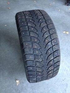 4 pneus d'hiver cloutés 275 40R20