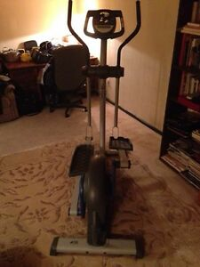 Elyptical Workout Machine (Nordic Track 130) London Ontario image 7
