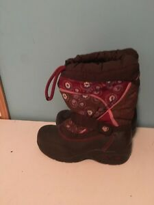 Acton winter boots size 13. AVAILABLE
