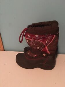 Acton girl's snow boots with liners size 13. AVAILABLE