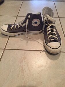 Unisex high top converse. Size 5 1/2
