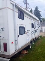 2004 WILDERNESS ADVANTAGE 5th WHEEL 29.5ft bunk house with slide