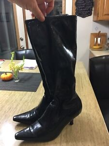 BOOTS - Black - stretchy - size 8