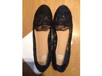 Ladies lace black flats