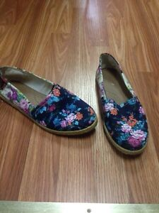 Floral flats size 39 (9) $10 OBO