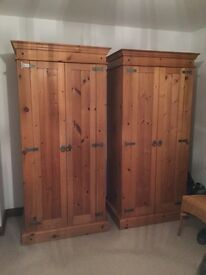Bedroom furniture pine wardrobes/chest of drawers/dresser/bedside chest