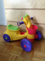 Tricycle pour enfant FisherPrice