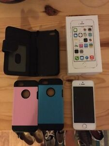 White/Silver 16GB iPhone 5s locked to Rogers Kitchener / Waterloo Kitchener Area image 1