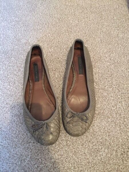 Flat grey snakeskin Zara shoes ballet flats size 5
