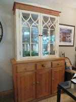 Pine 2pc hutch with bevelled glass doors & light inside