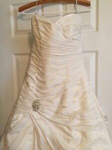 Wedding Dress - Brand New with Tags Size 12 Maggie Sottero ivory