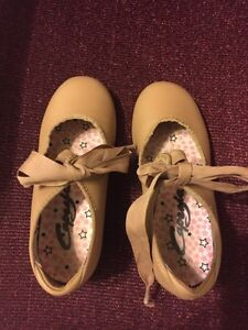 Tap Shoes: Girls Size 10 $15