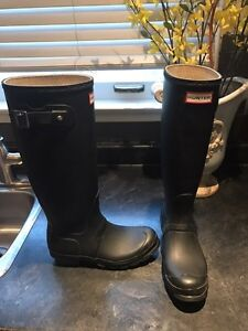 Hunter boots size 6  London Ontario image 2
