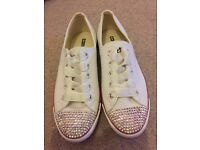 Brand new customised white converse size 4
