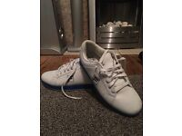 Men trainers size 7.