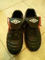 Like New Umbro Youth Soccer Cleats Shoes - Size 4