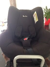 Silver cross car seat in black with isofix base excellent condition
