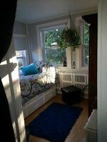 Jolie chambre fenêtrée dans un 4 1/2 Laval disponible maintenant