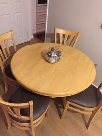 Dinning room table and chairs £50