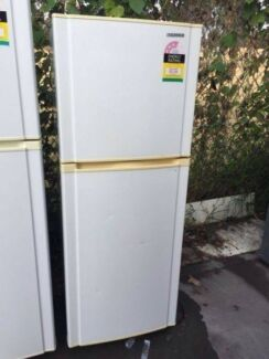 3.5 star great working223 liter sumsung fridge , can delivery at
