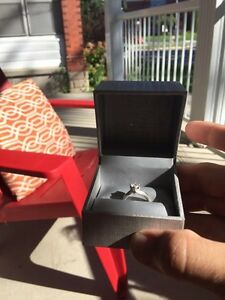Engagement ring with full lifetime transferable warranty.  Stratford Kitchener Area image 2