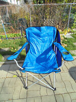 delux folding chair, green, with a top cover