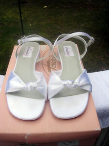 BRAND NEW satin dyeable sandals size 8